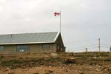 SEA SUM SCE  NU  MTT1430DX  NUNAVUT FLAG AND BUILDING WITH STEEL ROOFCAMBRIDGE BAY                  07..© MIKE TOBIN                     ALL RIGHTS RESERVEDARCTIC;BUILDINGS;CAMBRODGE_BAY;FLAGS;NORTH;NU_;NUNAVUT;STEEL;STRUCTURES;SUMMER LONE PINE PHOTO              (306) 683-0889