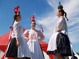 LOC EDM MIS  AB  DSR06B5806DXHUNGARIAN BOTTLE DANCERSEDMONTON HERITAGE FESTIVALEDMONTON                        ../..© DUANE S. RADFORD         ALL RIGHTS RESERVEDAB_;ALBERTA;BALANCE;BOTTLES;COSTUMES;CULTURE;DANCE;DANCING;EDMONTON;EDMONTON_HERITAGE_FESTIVAL;FEMALE;FESTIVALS;HUNGARIAN;PEOPLE;PLAINS;PRAIRIES;SUMMERLONE PINE PHOTO              (306) 683-0889