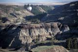 REC BAL HOT  AB  BRH1801514DHOT AIR BALLOON OVER BADLANDSDRUMHELLER                       05/14© BLAKE R. HYDE                ALL RIGHTS RESERVEDAB_;ACTIVITIES;AIR;ALBERTA;BADLANDS;BALLOONS;DRUMHELLER;HOT;HOT_AIR_BALLOONS;OUTDOORS;PLAINS;PRAIRIES;RECREATION;SCENES;SPRINGLONE PINE PHOTO              (306) 683-0889