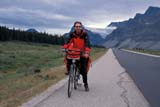 REC BIC MIS  AB  LJN2102616D CYCLIST ON ICEFIELDS PARKWAY, BOW SUMMITJASPER NATIONAL PARK      08/22© LAURA NORRIS                 ALL RIGHTS RESERVEDAB_;ACTIVITIES;ALBERTA;ALPINE;ASPHALT;BICYCLING;BICYCLES;CORDILLERA;GLACIERS;JASPER_NP;HIGHWAYS;MALE;MOUNTAINS;NP_OUTDOORS;PEOPLE;RECREATION;SAFETY;SUMMER;TRANSPORTATION;TOURISMLONE PINE PHOTO              (306) 683-0889
